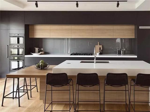 开放式厨房与餐厅一体设计 一个吧台有多种用途